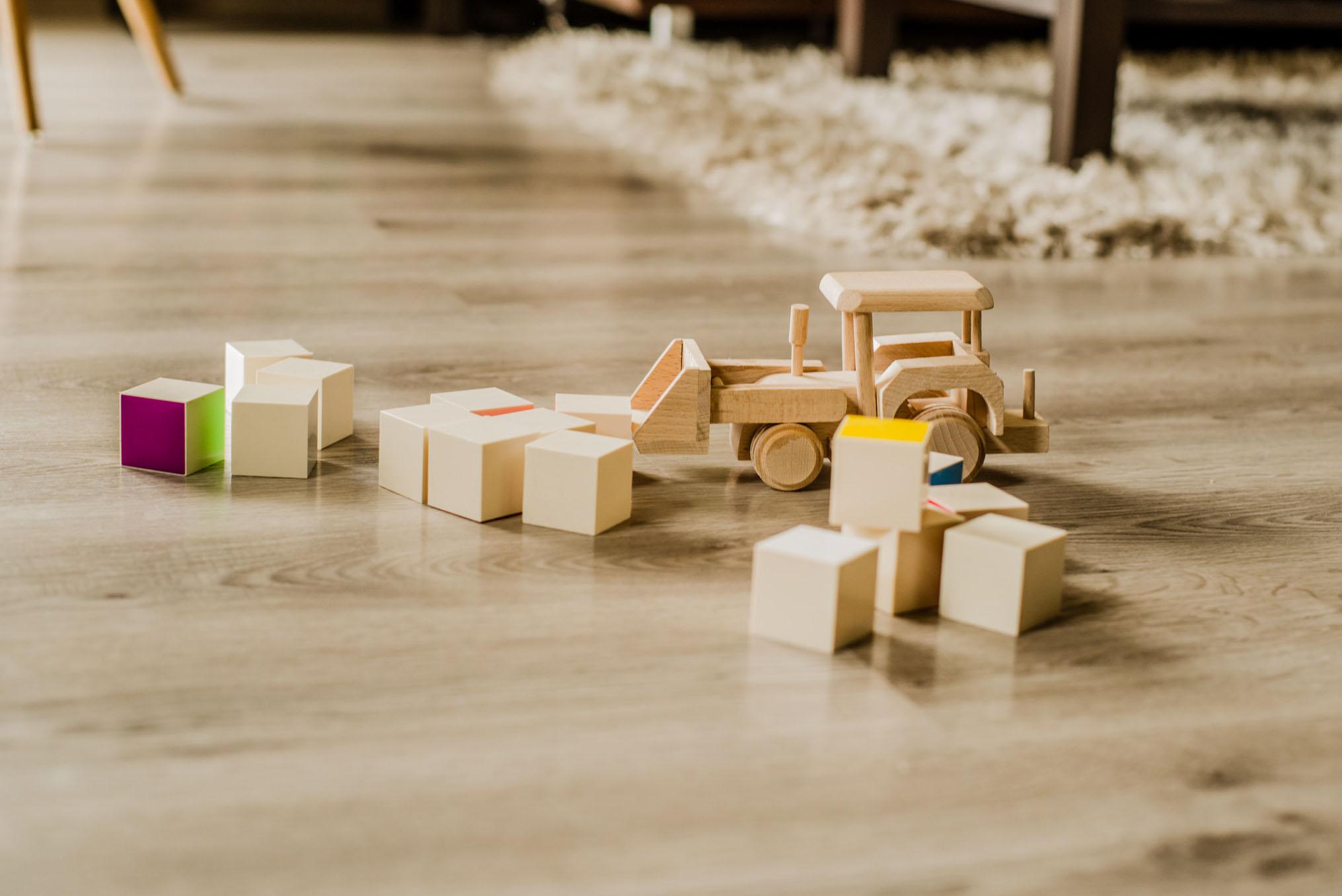 zabawki drewniane- krawczyńscy pracownia fotograficzna